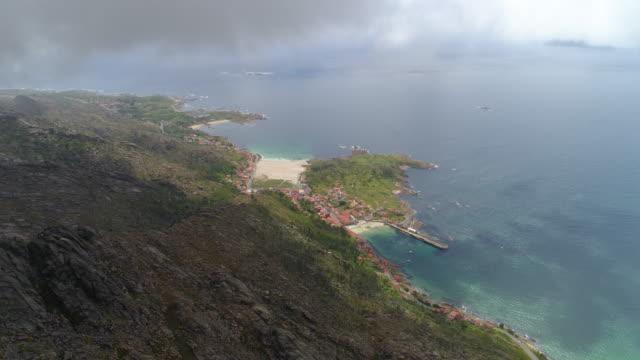 vídeos y material grabado en eventos de stock de aerial: houses in coastal village amidst sea and rocky mountain against sky - galicia, spain - galicia