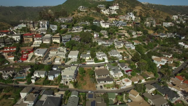 aerial houses laguna beach california - laguna beach california stock videos & royalty-free footage