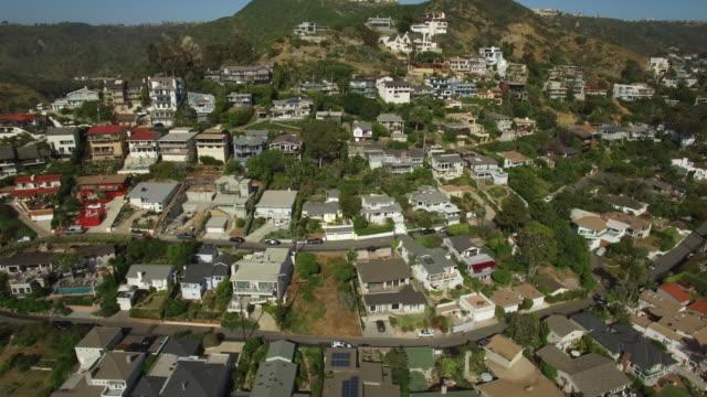 vídeos y material grabado en eventos de stock de casas aéreas laguna beach california - laguna beach california