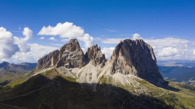 aerial hyper lapse of sassolungo in the dolomites - dolomites stock videos & royalty-free footage