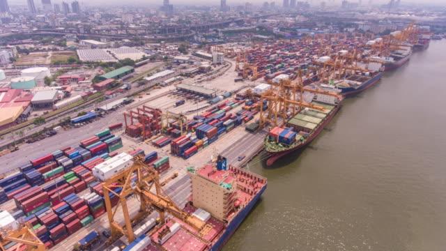 vídeos de stock e filmes b-roll de aerial hyper or time lapse video, activity in international cargo port - empilhar