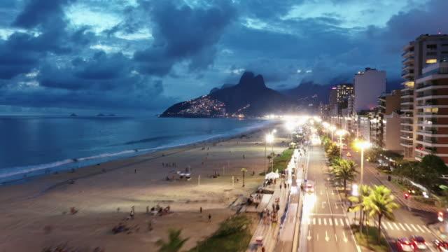 tl aerial hyperlapse of ipanema / rio de janeiro, brazil - レブロン点の映像素材/bロール