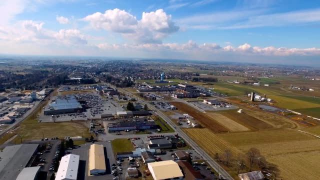 aerial hyperlapse of new holland, pennsylvania with traffic - lancaster county pennsylvania stock videos & royalty-free footage