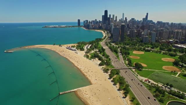 vidéos et rushes de vue aérienne de chicago, illinois - tour sears