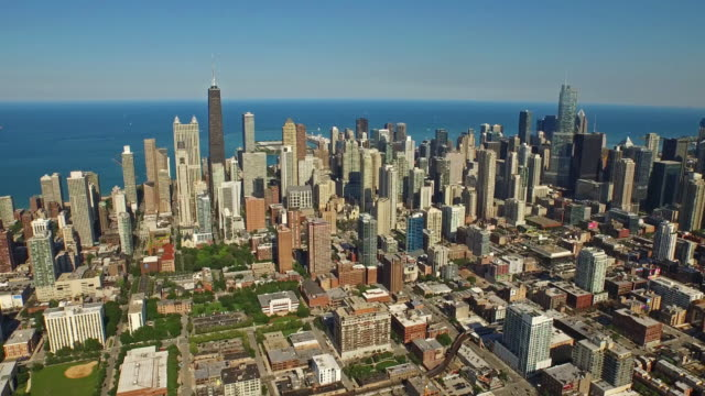 luftbild von chicago, illinois - chicago illinois stock-videos und b-roll-filmmaterial