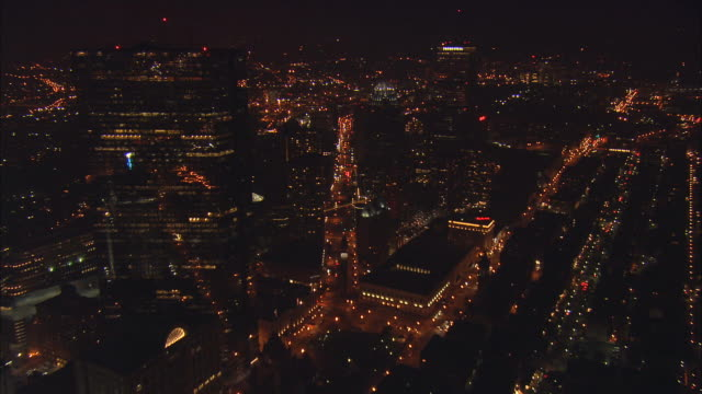 vidéos et rushes de aerial ws illuminated back bay office buildings along huntington avenue / boston, massachusetts, usa - boston