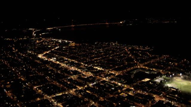 aerial illuminated cityscape view san francisco usa - カリフォルニア州 サンフランシスコ点の映像素材/bロール