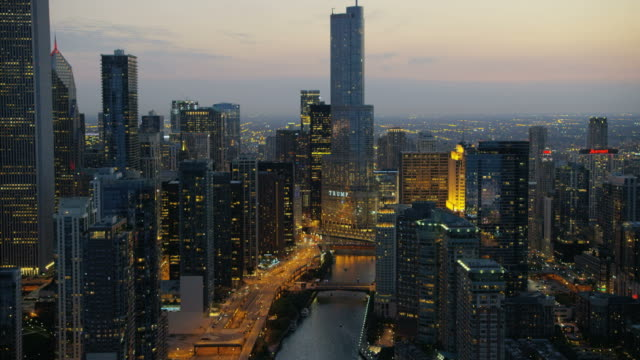 stockvideo's en b-roll-footage met aerial illuminated night view of trump tower chicago - horizon