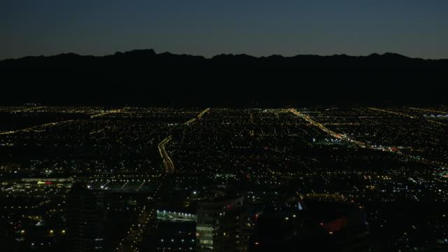 vídeos y material grabado en eventos de stock de aerial illuminated view downtown suburbs casinos las vegas - desert area