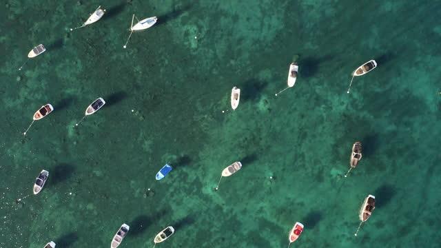 luftbild von booten in lake tahoe in kalifornien - draufsicht stock-videos und b-roll-filmmaterial
