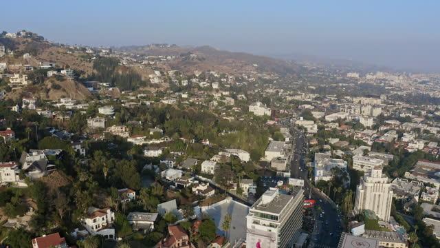 vídeos y material grabado en eventos de stock de imagen aérea de west hollywood hills - west hollywood