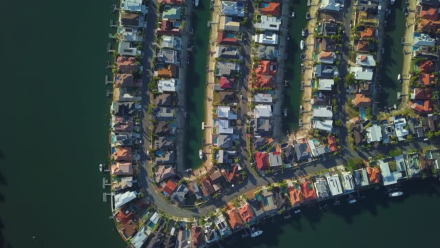 stockvideo's en b-roll-footage met aerial: incredible canal frontage homes with pontoons, gold coast, australia - table top view