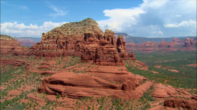 aerial into red rock area / sedona, arizona - sedona stock videos & royalty-free footage