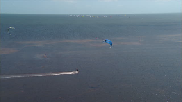 aerial kite surfers in biscayne bay / miami, florida - biscayne bay stock-videos und b-roll-filmmaterial