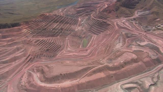 vídeos y material grabado en eventos de stock de aerial landscape of a mine, western australia - mina