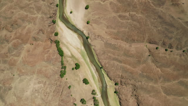 aerial landscape view of river in gobi desert, mongolia - independent mongolia stock videos & royalty-free footage