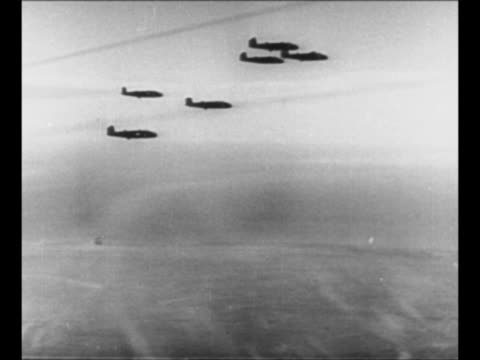 vídeos de stock, filmes e b-roll de aerial ws lines of dust in sand as german afrika korps retreats during world war ii / pan allied bombers take off / bombers fly tilt down to dust in... - wehrmacht