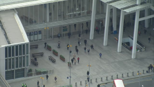 aerial london bridge station - 50 seconds or greater stock videos & royalty-free footage