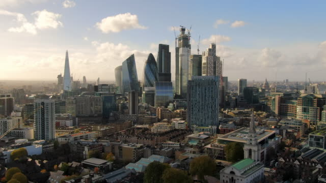 stockvideo's en b-roll-footage met aerial: london cityscape and iconic skyscrapers, united kingdom - skyline