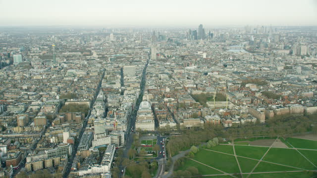 aerial london view marble arch in coronavirus lockdown - arch stock videos & royalty-free footage