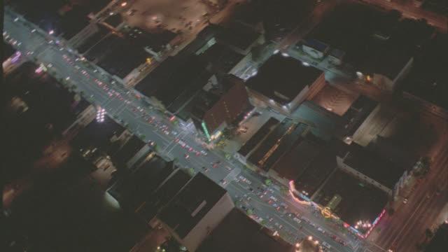 vídeos y material grabado en eventos de stock de aerial long beach streets - night - long beach los ángeles