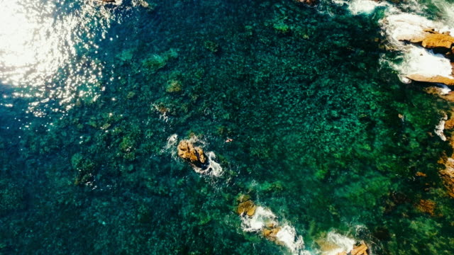 aerial look down of the pacific ocean and coral reef in laguna beach california. - laguna beach california stock videos & royalty-free footage