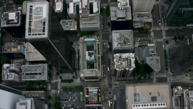 stockvideo's en b-roll-footage met aerial looking directly down on downtown los angeles, ca - city of los angeles