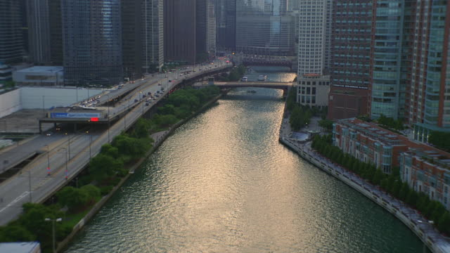 aerial low over chicago river with skyline in bg. - chicago river stock videos & royalty-free footage