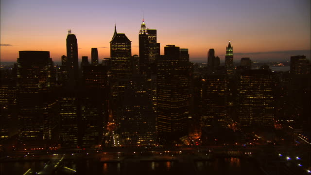 aerial ws lower manhattan skyline along east river near hanover square with view of brooklyn bridge and manhattan bridge / manhattan, new york, new york, usa - 50 seconds or greater stock videos & royalty-free footage