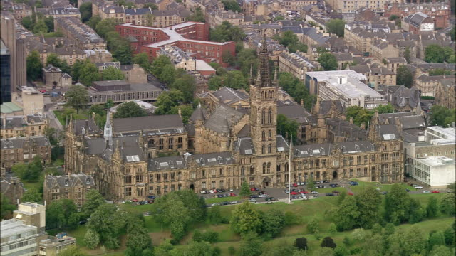 vidéos et rushes de aerial main building at university of glasgow / glasgow, scotland - écosse