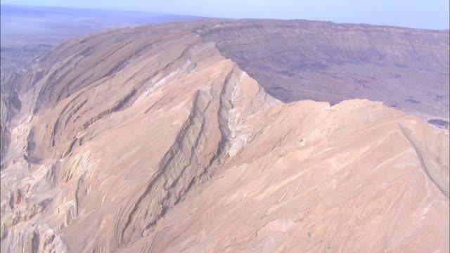 aerial makhtesh katan, negev, israel - ネゲブ点の映像素材/bロール