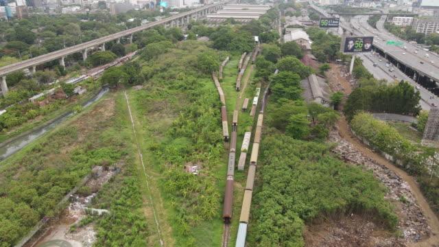 aerial makkasan train yard bangkok - 操車場点の映像素材/bロール
