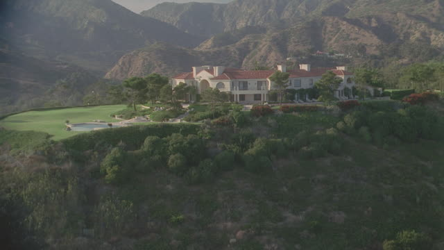 d/x aerial malibu beach houses - malibu stock videos & royalty-free footage