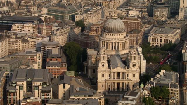 aerial medium shot st. paul's cathedral / zoom in / london, england - international landmark stock videos & royalty-free footage