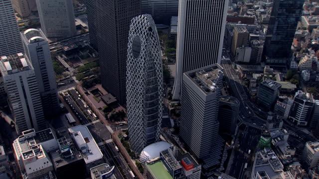 aerial metropolis cocoon tower tokyo city shinjuku japan - beton stock-videos und b-roll-filmmaterial