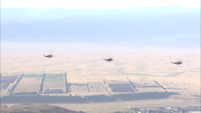 stockvideo's en b-roll-footage met aerial military helicopters flying above the desert, arava, israel - israëlisch leger