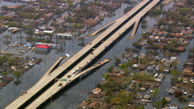 vídeos de stock, filmes e b-roll de aerial military vehicle patrolling partially submerged i10 highway / stalled cars / new orleans louisiana - 2005