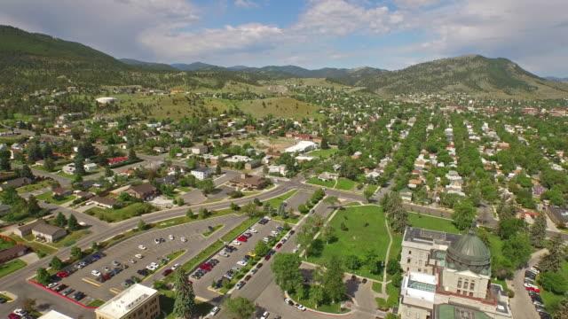 Veduta aerea della campagna piccola cittadina Montana