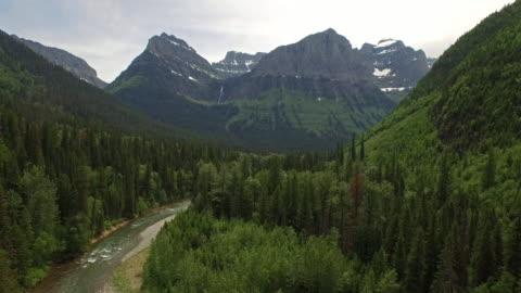 stockvideo's en b-roll-footage met antenne montana glacier national park - antenne