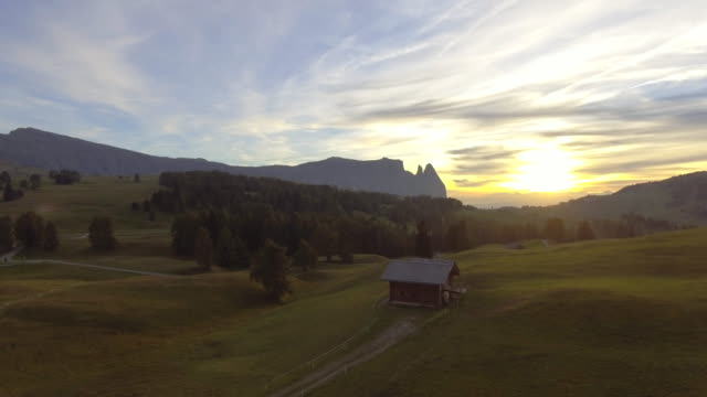 aerial mountain range at sunset - capanna di legno video stock e b–roll