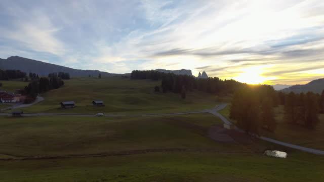 航空写真: 山脈ドロマイト イタリア - mountain range点の映像素材/bロール