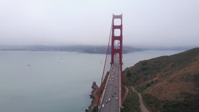 vídeos de stock, filmes e b-roll de aerial moving towards golden gate bridge - golden gate bridge
