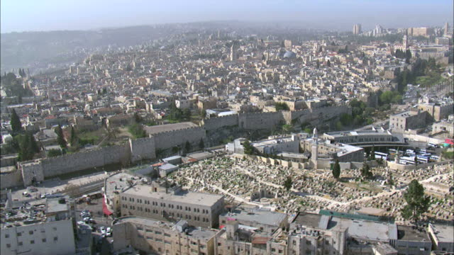 vídeos de stock, filmes e b-roll de aerial nablus gate in the old city of jerusalem, jerusalem, israel - durability