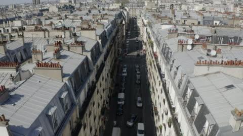 vidéos et rushes de aerial: neat houses in quiet street - paris, france - drone