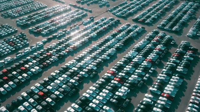 vídeos de stock e filmes b-roll de aerial new cars for sale - aluguer de automóveis