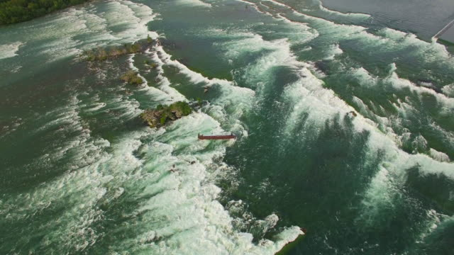 4k aerial niagara falls: shipwreck in upper river - fluss niagara river stock-videos und b-roll-filmmaterial