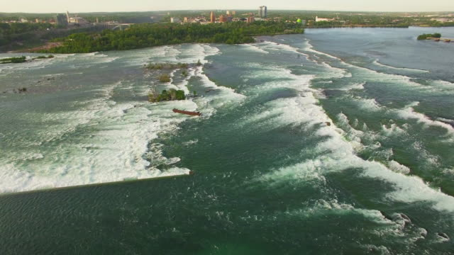 4k aerial niagara falls: upper river pan down - fluss niagara river stock-videos und b-roll-filmmaterial