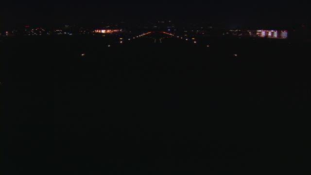 vídeos y material grabado en eventos de stock de aerial, night, van nuys airport,  airplane pov taking off with runway lights / san fernando valley, california, united states - actividad móvil general