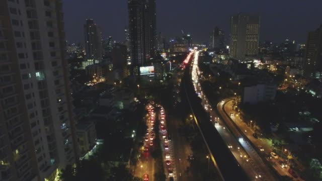 aerial nachtansicht der lichter auf wolkenkratzer, bangkok thailand - bangkok stock-videos und b-roll-filmmaterial