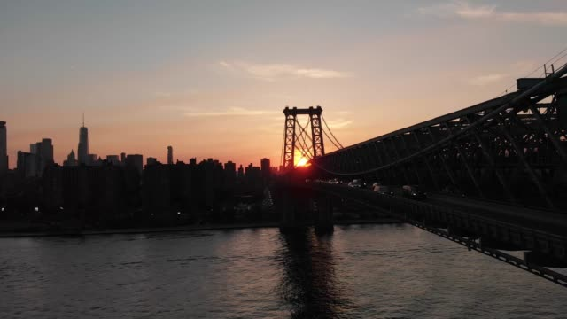 vídeos de stock, filmes e b-roll de aerial -nyc sunset -williamsburg bridge - williamsburg new york